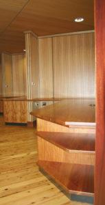 Rosewood Cupboards Tas Oak Walls